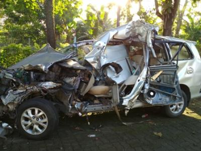 Kecelakaan Maut di Tol Reformasi Renggut Keluarga Profesor