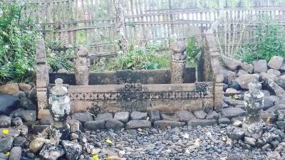 Mengais Sejarah di Makam Keramat