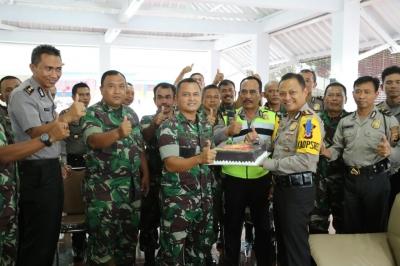 Kapolres Mendapat Kejutan Dari Kodim 0615 Kuningan, Ucapkan Dirgahayu Bhayangkara Ke-71