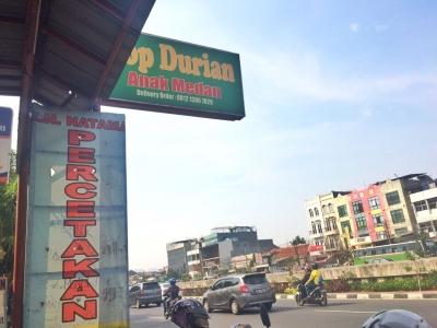 Mencicipi Legitnya Durian di Teriknya Ibukota