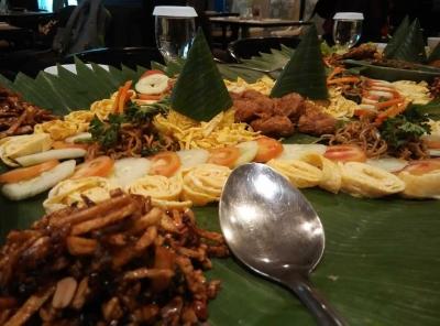 Dahar Kembul, Tradisi Makan di Rumah