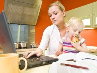 Antara Istri Bekerja atau Menjadi Ibu Rumah Tangga, Bagaimana Pandangan Suami?