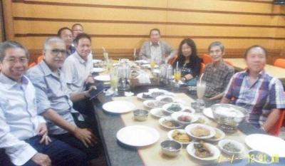 WA Grup Bersama Mantan Murid 50 Tahun Lalu
