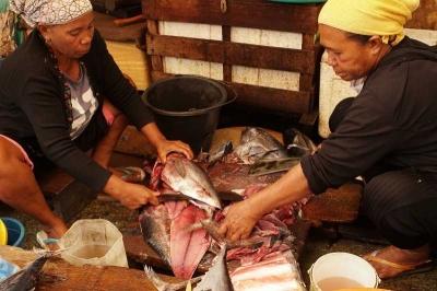 Perempuan Maluku: Membangun Asa Hidup dari Abon Ikan