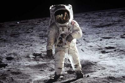 Para Penjelajah Bulan: Merayakan Masa Lalu untuk Membangunkan Masa Depan
