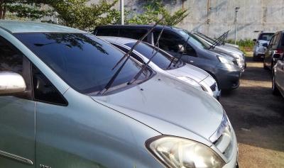 Wiper Mobil Diangkat Saat Parkir, Benar Atau Salah?