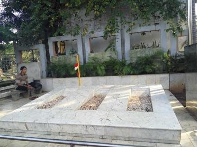 Sowan ke Makam Pahlawan dan Tokoh Nasional di TPU Karet Bivak