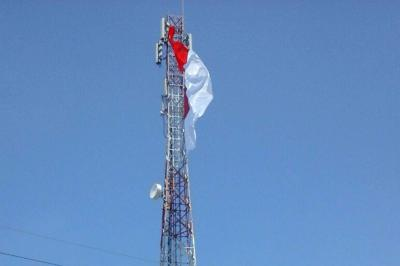 Puluhan Bendera Merah Putih Berkibar di Tower-tower Kediri