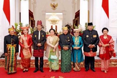 Acungan Jempol untuk Jokowi Berhasil Ajak Mega-SBY Foto Bareng