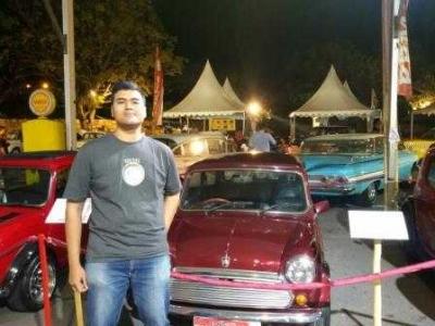 Melihat Lebih Dekat Pameran Kendaraan Mobil Tua di Denpasar