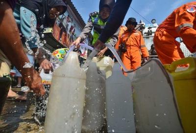 Berburu Air Bersih di Situasi Serba Senja