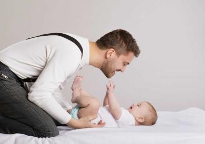 Cuti Ayah: Libur untuk Ayah, Bonus untuk Ibu?