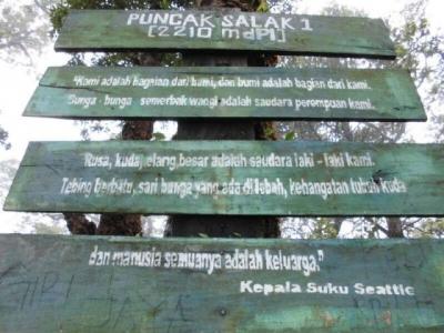 Pendakian Salak: Golok di Sebatang Leher