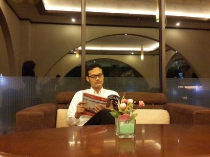 Pacaran dengan Kutu Buku