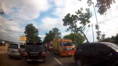Imbas Liburan, Jalur Selatan Jawa Tengah Macet Parah