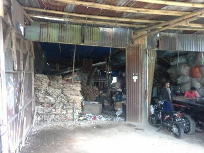 Bermigrasi dari Madura, Geluti Barang Bekas