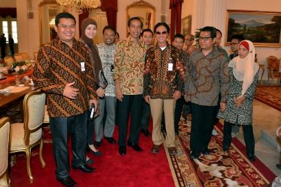 Makna Simbolik di Balik Baju yang Dikenakan Presiden Jokowi Saat Menerima Tamu di Istana Negara