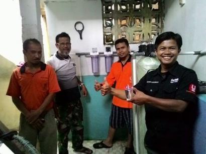 Senyum 'Jernih' Warga Terdampak Banjir di Bandung Usai Mendapat Air Jernih