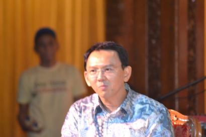 Ahok, Presiden Jokowi, SBY, Bung Karno, Habiburrokhman Terjun dari Monas Wujud Irrasionalitas Politik
