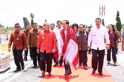 Jokowi Suntikkan Semangat Kepada Bupati Taput Nikson Nababan, Bangun Kawasan Danau Toba!