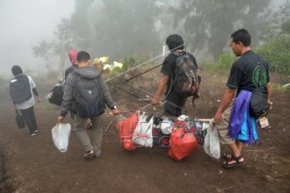 Bersih Gunung, Tradisi Pecinta Alam dalam Memperingati Hari Bumi di Indonesia