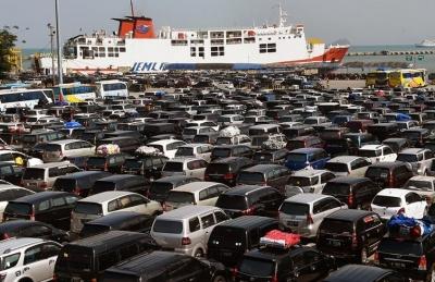 Minim Sosialisasi, Pelabuhan Merak pun Penuh Sesak