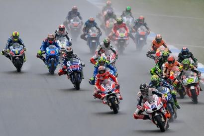 MotoGP 2016, Pebalap Tim Factory Takut Hujan?