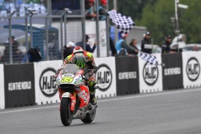 MotoGP Brno, Cal Crutchlow Juara, Rossi Menggila