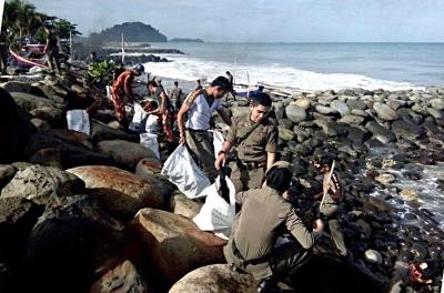 Pantai Padang Berlimpah Sampah, Tanda Pak Lurah Masih Terlengah