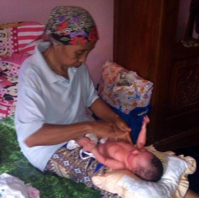 Paraji (Dukun Bayi) Alternatif Pengobatan Stuip Pada Anak?