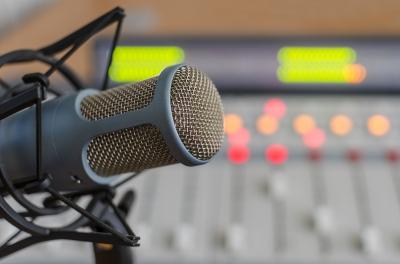 Sebelum Jadi Penyiar Radio, Miliki 11 Hal Berikut Ini