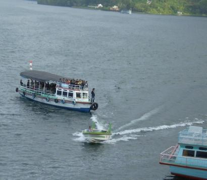Bingkai Lensa Travelling di Langit Danau Toba