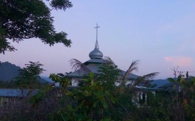 Ada Salib di Atas Masjid Ini