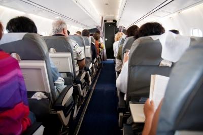 Beda Kenyamanan Kelas Bisnis dan Ekonomi di Pesawat Udara