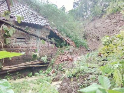 Bencana Tanah Longsor Terjadi di Kediri
