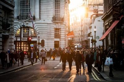 Gaya Hidup Milenial: Konsumtif vs Minimalis, Manakah Pilihanmu?