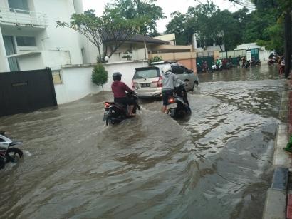 Duka Ojek Online Ketika Jakarta Banjir