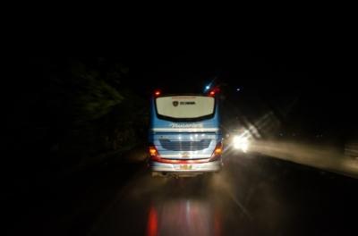 Lampu Kuning Kedip-kedip pada Bus dan Truk Ternyata Punya Makna Inspiratif