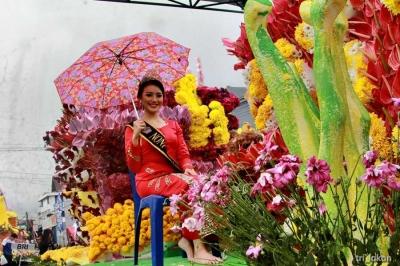 Pesona Parade Kendaraan Hias Bunga di Tomohon