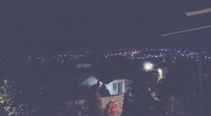 Malamku: Rindu yang Hanyut dalam Hampa