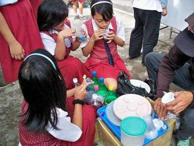 Keamanan Pangan Jajanan Anak Sekolah, Tanggung Jawab Siapa?