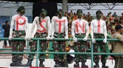 Meninjau Ulang TNI Masuk Stadion Sepak Bola