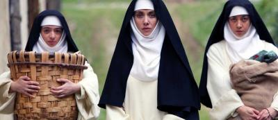 Apakah Film Komedi The Little Hours Menghina Biarawati Katolik?