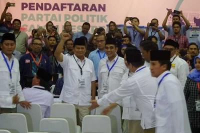 Ditanya soal Kembali Jadi Capres, Prabowo Tertawa Sambil Tepuk Tangan