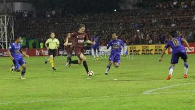 PSM Tumbangkan Persib 2-1 di Makassar