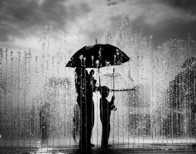 Cerpen | Wanita yang Memunggungi Hujan
