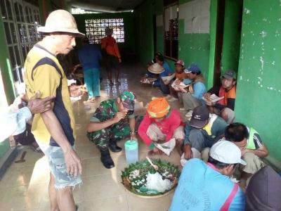 Jalin Keakraban, Satgas TMMD Kodim 0715/Kendal Makan bersama Warga