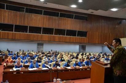 Mahasiswa FH UII Tingkatkan Wawasan Pembentukan Peraturan Perundang-undangan dengan Alumninya di DPR