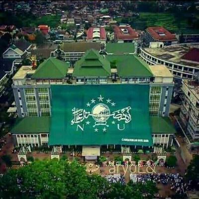 Pemecahan Rekor Muri dengan Pembentangan Bendera Ormas Terbesar Se-Indonesia