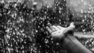 Hanyalah Butiran Air Hujan, Bukan Butiran Kenangan